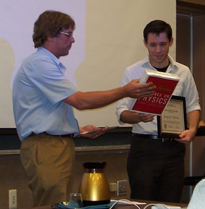 Bentsen receives his award from Prof. Wolfs