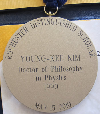 Young-Kee Kim receives 2010 Rochester Distinguished Scholar Award
